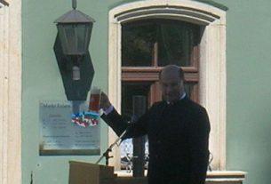 Ein Prosit mit dem Zoigl-Bier. Bayerns Heimatminister darf Zoigl trinken.