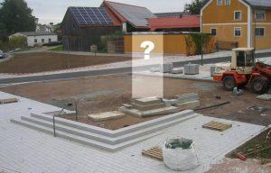 """Bild mit Blick auf die Gründung des Kriegerdenkmals"""" am Tillyplatz, immer noch ohne Figur und Stele"""