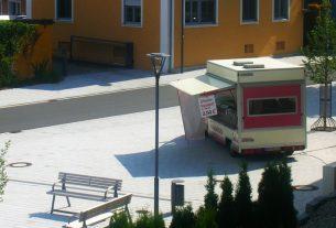 Der Imbißwagen, der morgen wieder am Tillyplatz stehen wird.