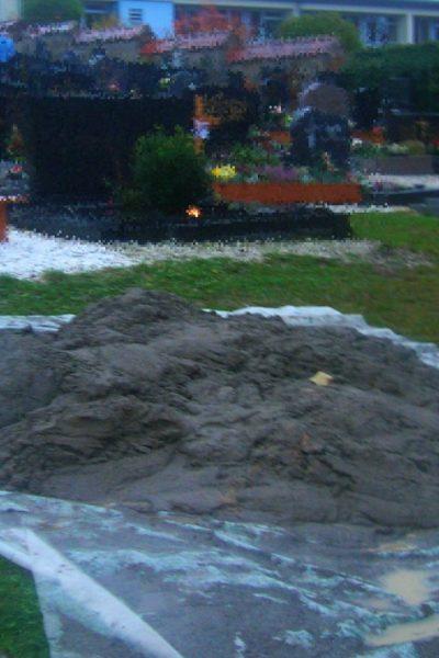 Eslarner Friedhof(sschändung?) - Bild vom 01.11.2020, 16:50 h